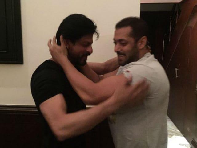 Jabra Fan Shah Rukh Meets Sultan Salman Khan. 'Picture Perfect'