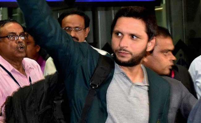 भारत की तारीफ करने पर शाहिद अफरीदी को पाकिस्तान में कानूनी नोटिस, मियांदाद बोले- शर्म करो
