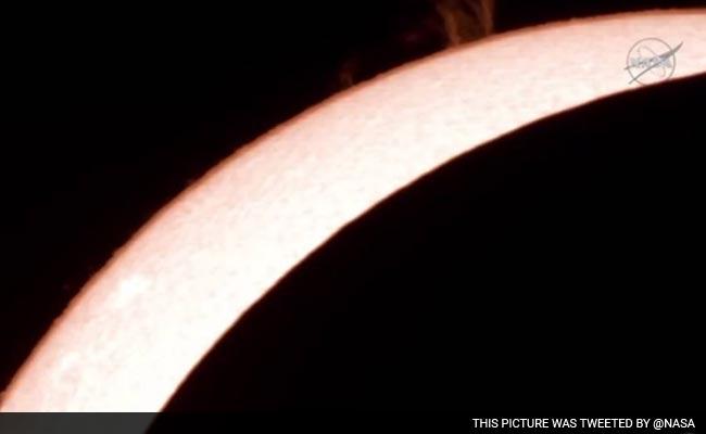 भारत समेत कई देशों में सूर्यग्रहण का नजारा, इंडोनेशिया में दिखा पूर्ण सूर्यग्रहण
