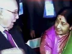 'Social Chitchat' Between Sushma Swaraj And Sartaz Aziz At SAARC Dinner In Nepal