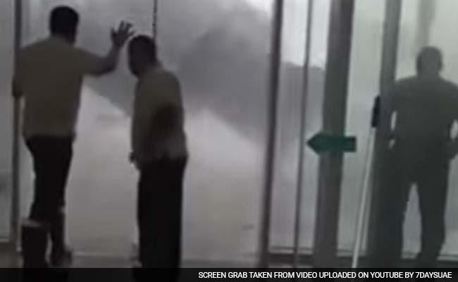 संयुक्त अरब अमीरात में बारिश ने जो किया, उसकी तस्वीरें और वीडियो आपको कंपकंपा देंगे