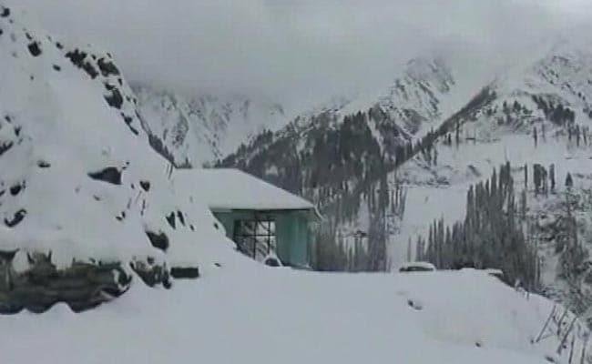 भूस्खलन के कारण जम्मू-श्रीनगर राष्ट्रीय राजमार्ग बंद