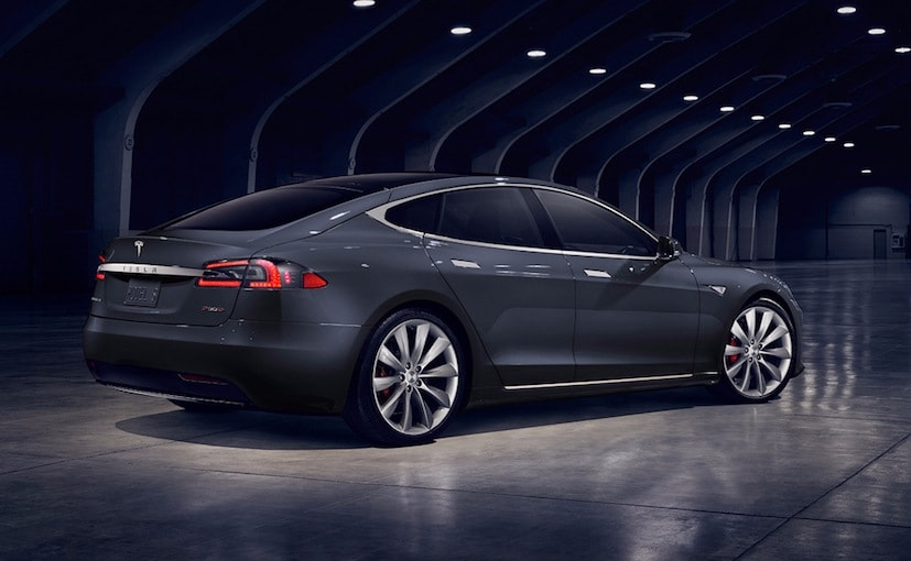 2017 Tesla Model S Facelift Rear Profile