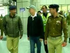 श्रीनगर एनआईटी जा रहे अनुपम खेर को हवाई अड्डे से ही वापिस लौटना पड़ा