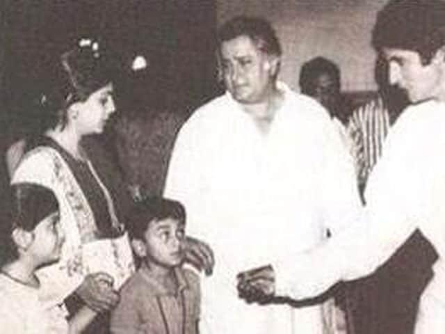 Spot Ranbir Kapoor in Amitabh Bachchan's Ajooba Photo