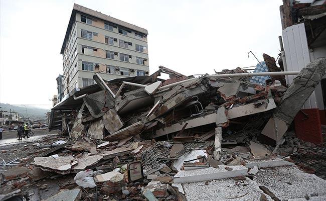 इक्वाडोर में जोरदार भूकंप ने ली 233 लोगों की जान, मलबे में दबे लोगों की तलाश जारी