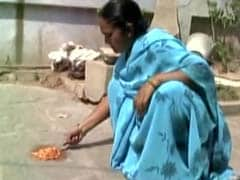 In Searing-Hot Telangana, She Cooks Eggs on the Floor