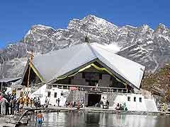 हेमकुंट साहिब के कपाट खुले, छह महीने बर्फ से ढका रहता है गुरुद्वारा...