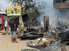 मणिपुर के इंफाल पूर्व जिले में कर्फ्यू, हिंसक झड़पों के बाद बसें जलाई गई