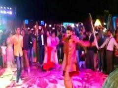 'सर' जडेजा ने अपनी शादी के संगीत समारोह में की तलवारबाजी, आप भी देखें