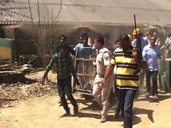 मेरठ : आखिर लंबी मशक्कत के बाद वन विभाग की टीम के कब्जे में आ गया तेंदुआ