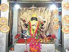 इस कालीबाड़ी मंदिर में पशुबलि है वर्जित, दी जाती है कोंहड़े और गन्ने की बलि