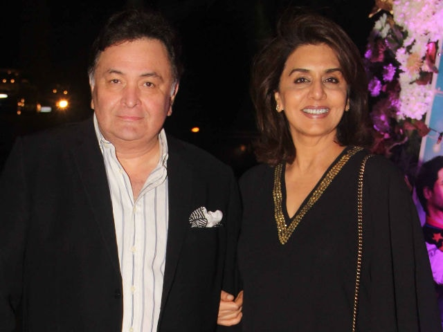 Rishi Kapoor Gets a Drink. Neetuji's Expression, Priceless