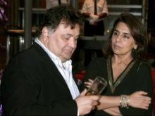Rishi Kapoor Gets a Drink. Neetu<I>ji</i>'s Expression, Priceless
