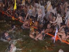 मिसाल :  सिंहस्थ कुंभ में हिंदू लगा रहे डुबकी, तो डूबने वालों को बचाने में जुटे मुस्लिम
