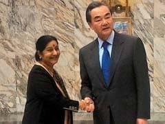 सुषमा स्वराज ने चीनी विदेशमंत्री के सामने मसूद अज़हर प्रतिबंध मामले पर नाराज़गी जताई