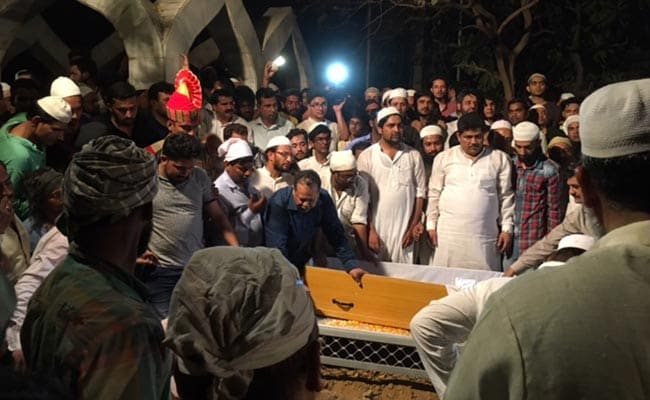 दिल्ली : एनआईए के अफसर तंजील अहमद को सुपुर्दे खाक किया गया