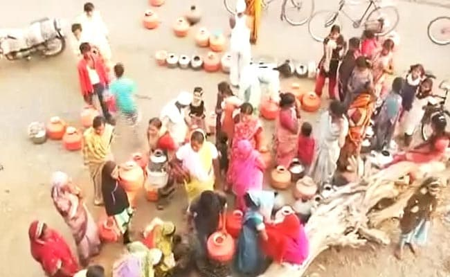 देश के 13 राज्यों के 306 जिलों में पीने के पानी का संकट, तेज गर्मी से जलाशय सूखे