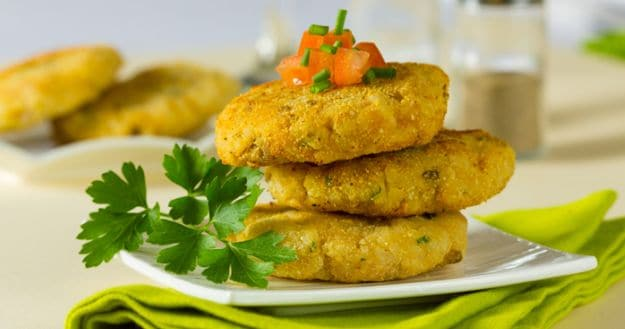 Monsoon Diet: Pair Your Evening Tea With Chhole Tikki To Enjoy The Rains With Family