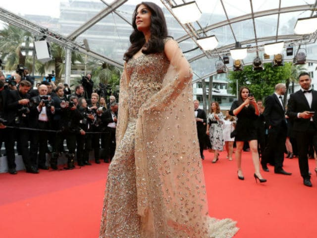 Aishwarya Rai Bachchan Slays Cannes Red Carpet in Traffic-Stopping Dress