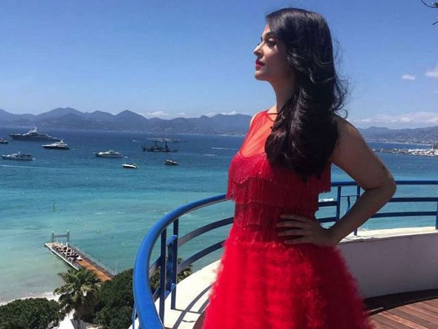 Cannes: Aishwarya Brightens the French Riviera in Naeem Khan Couture