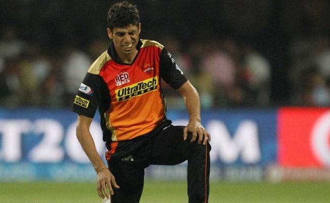 आईपीएल 10 : कोलकाता के खिलाफ एलिमिनेटर के पहले सनराइजर्स को लगा बड़ा झटका, यह गेंदबाज हुआ बाहर...