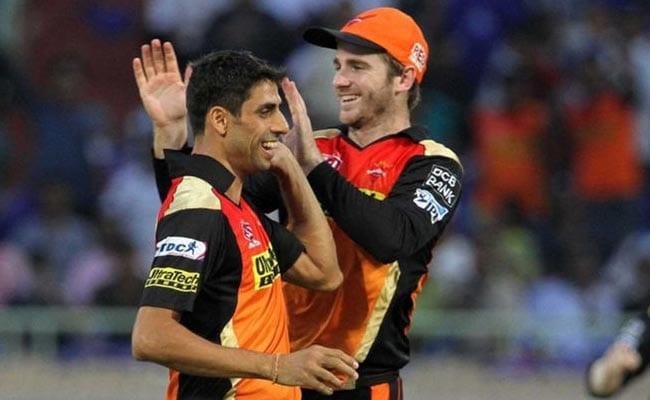 IPL-10: शुरुआती मैच में युवराज की तूफानी पारी के आगे दबकर रह गई 'बुजुर्ग' आशीष नेहरा की यह बड़ी उपलब्धि