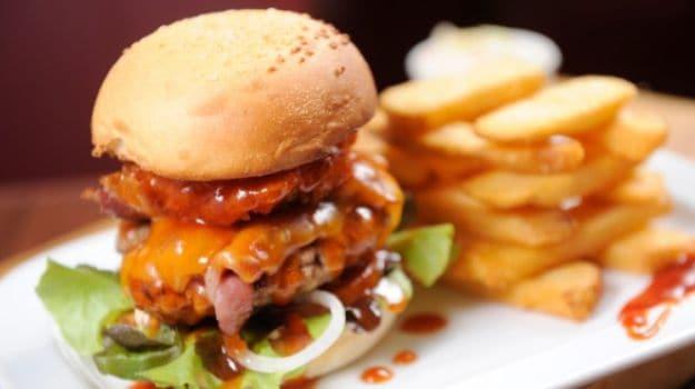 चिली बर्गर विद पेपर रेलिश