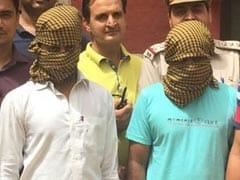 दिल्ली : पुलिस के हत्थे चढ़ें दो शातिर कार चोर, साल भर में 3000 गाड़ियों को कबाड़ के भाव बेचा