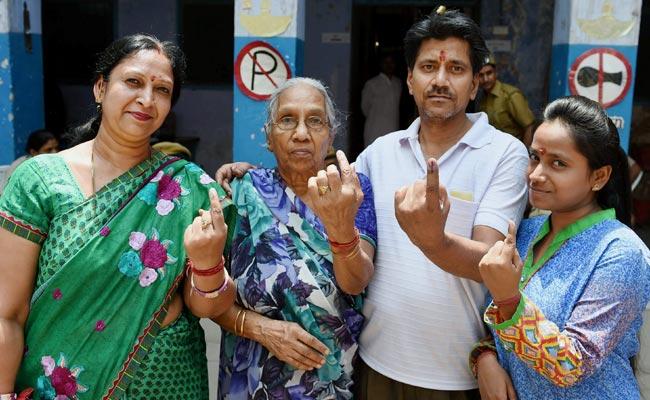 एमसीडी चुनाव 2017 : टिकट कटने के बाद बीजेपी पार्षदों को आप-कांग्रेस का सहारा