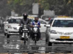 दिल्ली में बारिश और तेज हवाओं से तापमान में गिरावट, लोगों को चिलचिलाती गर्मी से मिली राहत