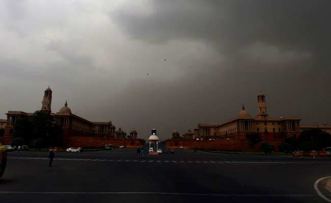 Heavy Rains In Delhi for Second Consecutive Day; Traffic Crawls