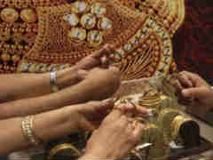 Gold Gives Up Ground From 3-Year High, Tumbles Rs 600