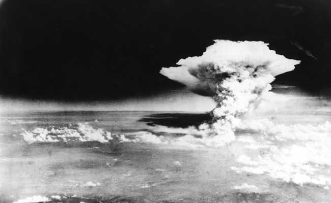 Hiroshima Day: 73 साल पहले हिरोशिमा पर अमेरिका ने गिराया था 'लिटिल बॉय' परमाणु बम, लाखों लोगों ने गंवाई थी जान