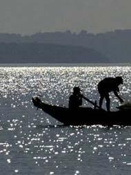 घुसपैठ को लेकर भारतीय मछुआरों पर कथित रूप से श्रीलंकाई नौसेना ने किया हमला, एक जख्मी