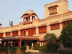 Tourism Ministry Mulls Draping Government-Run Hotels' Staff In Khadi