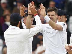 पहला टेस्ट : दूसरे दिन एंडरसन और ब्राड की तूफानी गेंदबाजी, श्रीलंका फॉलोऑन को मजबूर