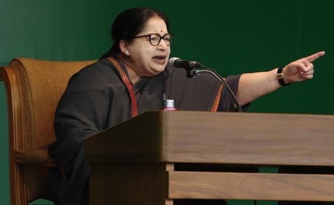 चुनाव आयोग ने जयललिता, करुणानिधि को कारण बताओ नोटिस जारी किया; आज शाम तक देना है जवाब