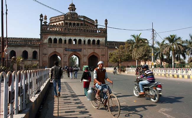 उत्तर प्रदेश : लखनऊ स्थित चारबाग रेलवे स्टेशन को बम से उड़ाने की धमकी, लोगों में हड़कंप