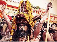 कहां से आए थे, कहां चले गए नागा साधु, आखिर क्या है इनकी यात्रा का रहस्य