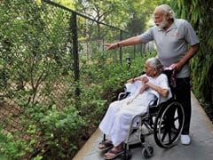 PM Modi's Mother Comes Visiting, He Posts Pics On Twitter