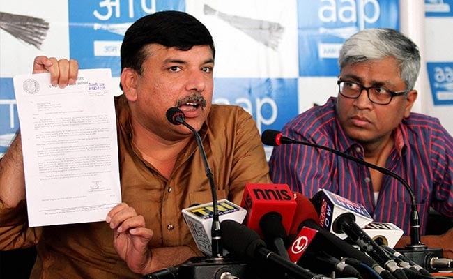 AAP का केंद्र पर हमला, कहा- सीएम केजरीवाल के घर छापेमारी मोदी सरकार की तानाशाही का नतीजा
