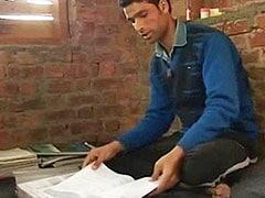मदद की दरक़ार : यह 19 साल का कश्मीरी लड़का अपने गांव का पहला IIT इंजीनियर बन सकता है