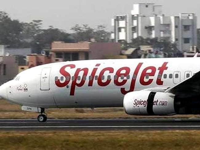 दिल्ली के आईजीआई एयरपोर्ट पर लैंडिंग के वक्त स्पाइस जेट का विमान हुआ अनियंत्रित, बाल-बाल बचे यात्री