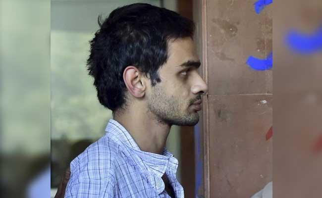 जेएनयू विवाद : उमर खालिद को एम्स ले जाया गया, भूख हड़ताल खत्म की