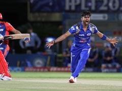 मुंबई इंडियंस के गेंदबाज़ विनय कुमार ने आईपीएल करियर में 100 विकेट पूरे किए