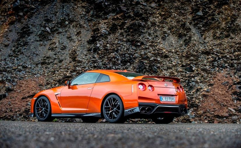 2017 Nissan GT-R Rear Profile