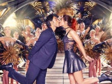 It's Showtime: Ranveer, Vaani Kiss 'Again' in New <I>Befikre</i> Poster
