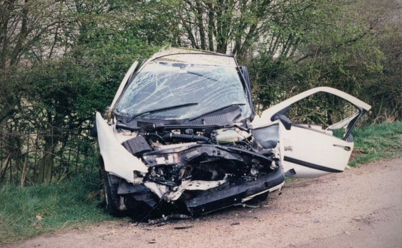 कार की ट्रक से भिड़ंत, तीन लोगों की मौत, रक्षाबंधन मनाकर लौट रहे थे