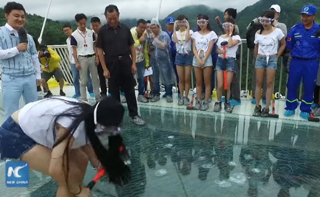 grand canyon tourists with Tourists Test The Safety Of 984 Foot High Chinese Glass Bridge With Sledgehammers 1424455 on Tremendous 10 Walkways Of The World besides Things To Do In Dubai as well Trail Ridge Road as well How Many Visitors To Grand Canyon furthermore Parco Nazionale Forestale Di Zhangjiajie.